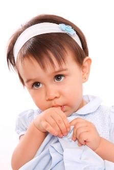 1 13 - تأثیر منفی مکیدن انگشت و پستانک روی دندان کودکان