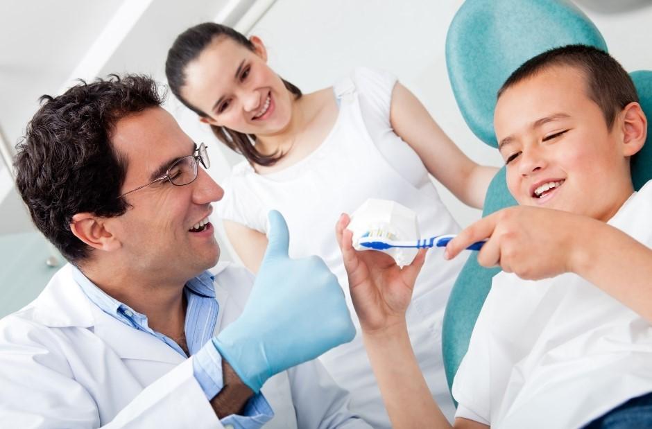 2 12 - سوالات والدین درباره سلامت دهان و دندان کودک