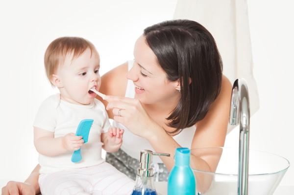 2 14 - پوسیدگی دندان نوزاد با شیشه شیر