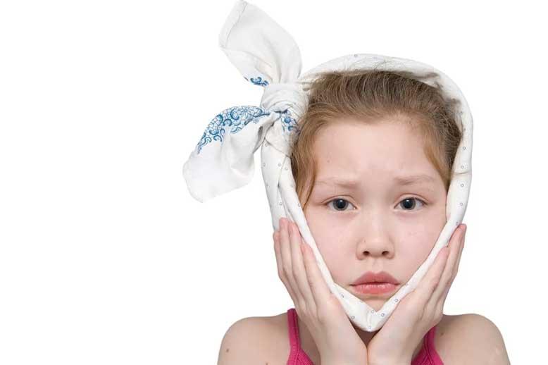 2 11 - درمان ریشه دندان شیری کودکان