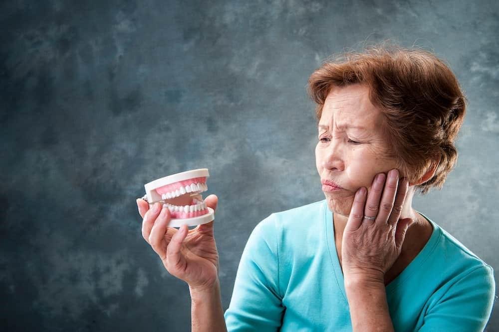 2 1 - مشکلات شایع ایمپلنت های دندانی